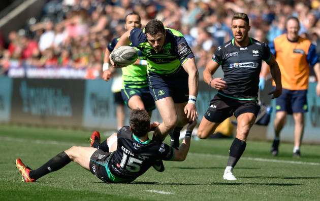 Robbie Henshaw is tackled by Sam Davies