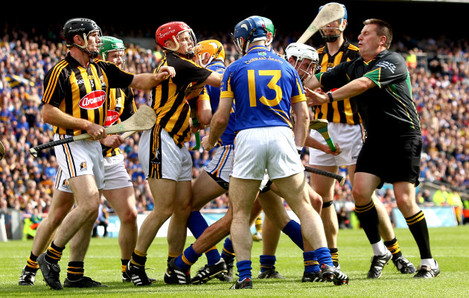 Tommy Walsh strikes referee Brian Gavin by accident