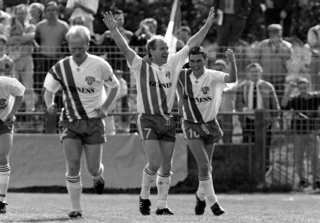 Dave Barry celebrates scoring against Bayern Munich in 1991 23/2/2010