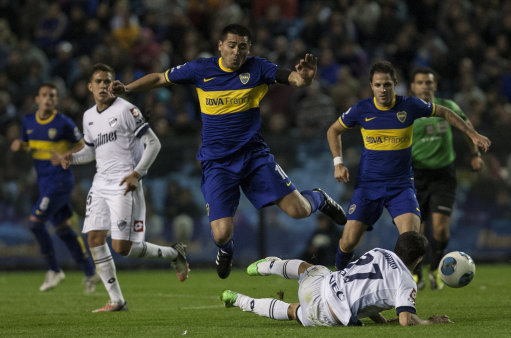 Soccer - Argentina Football League - Boca Juniors v Quilmes - Alberto J. Armando Stadium