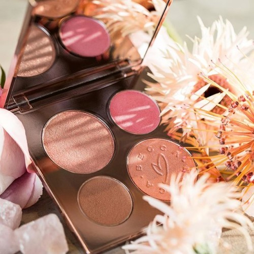 Our new Limited Edition BECCA X Chrissy Teigen Glow Face Palette is your ultimate summer glow all in one place! Featuring @chrissyteigen's favorite highlighter our iconic Shimmering Skin Perfector Pressed in Rose Gold, plus three new shades created in collaboration with Chrissy - Shimmering Skin Perfector Pressed Highlighter in Beach Nectar, Sunlit Bronzer in Malibu Soleil and Luminous Blush in Hibiscus Bloom! Priced at US$46 the #LimitedEdition #BECCAxCHRISSY Glow Face Palette will be available soon for our #BECCABeauties all around the world! ✨