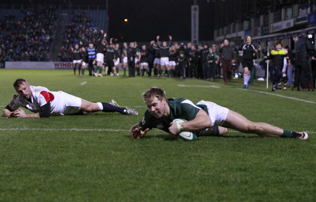 Fionn Carr scores a try