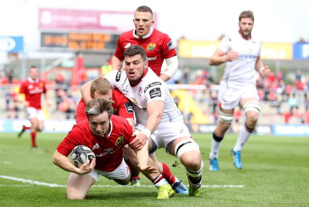 Angus Lloyd scores a try despite Sean Reidy