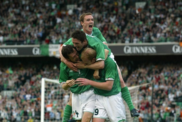 Irish players celebrate 11/6/2003