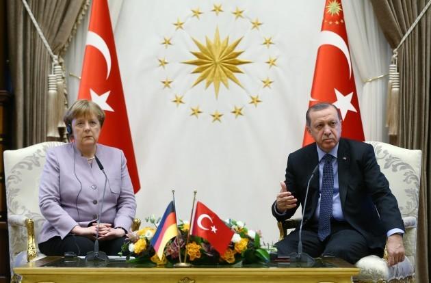 Erdogan Welcomes Merkel - Ankara
