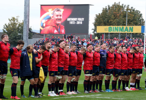 Munster players observe a minutes silence for their late Head Coach Anthony Foley