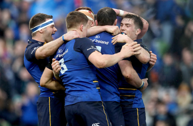 Robbie Henshaw celebrates scoring their third try of the game with his teammates