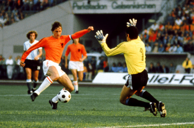 Soccer - World Cup West Germany 1974 - Group A - Holland v Argentina