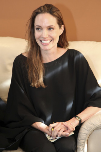 Angelina Jolie promotes campaign for refugees in Ecuador