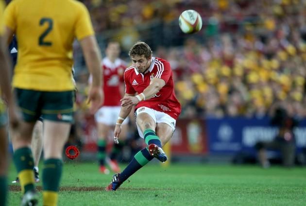 Leigh Halfpenny kicks a penalty