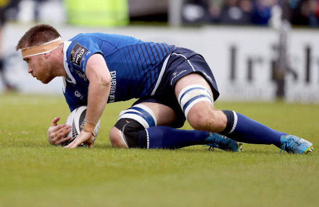 Dominic Ryan scores a try