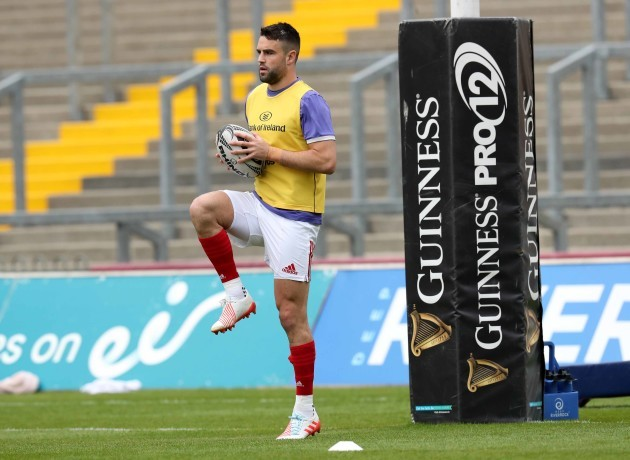 Conor Murray warms up