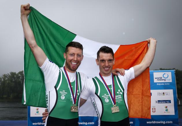 Mark O'Donovan and Shane O'Driscoll celebrate winning gold