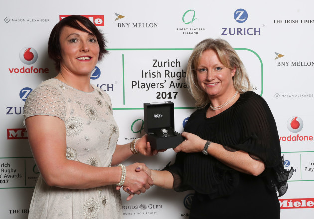 Lindsay Peat is presented with the BNY Mellon XVs Player of the Year Award by Jennifer Tully Bell