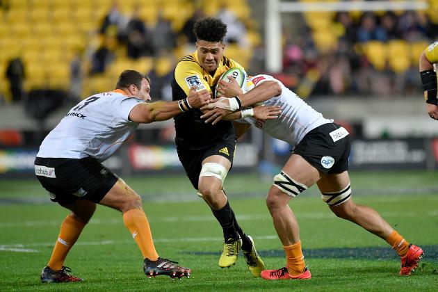 Ardie Savea tackled by Johan Coetzee and Oupa Mohoje