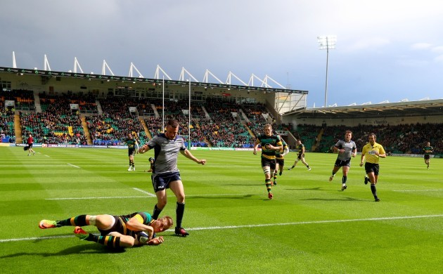 Harry Mallinder scores his side's opening try