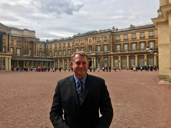 Man uses 'strange' loophole to get invite to Buckingham Palace