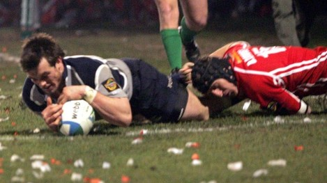 Ian Dowling scores a consolation try