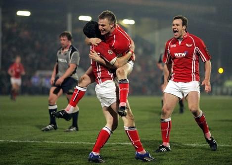 Rugby Union - Heineken Cup quarter-final - Llanelli Scarlets v Munster - Stradey Park