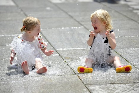 Summer Weather - Pavement Fountains - Royal Academy Courtyard, London