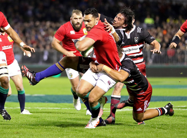 Ben Te'o tackled by Sam Anderson-Heather and Luteru Laulala