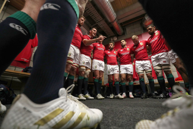 Sam Warburton speaks to the players in the dressing room ahead of the game
