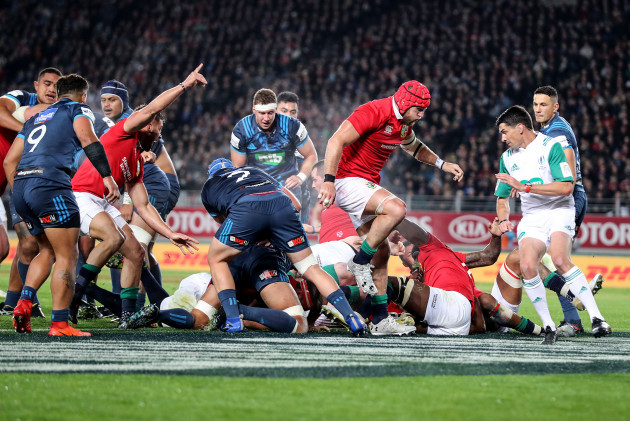 CJ Stander scores his sides first try