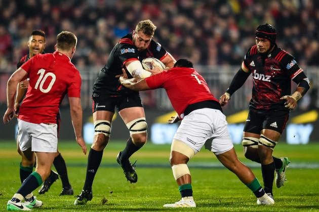 Luke Romano is tackled by Mako Vunipola