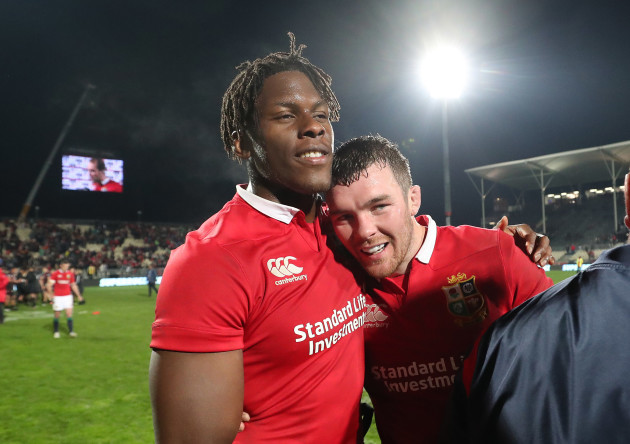 Maro Itoje and Peter O'Mahony celebrate winning