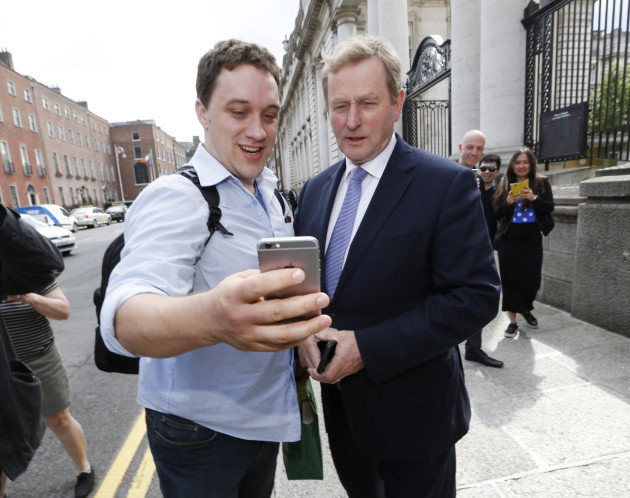 074 Enda Kenny leaves the office_90514755