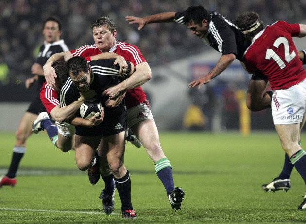 Leon MacDonald is taken to the ground by Brian O'Driscoll 11/6/2005