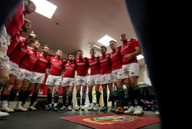 Rory Best speaks to the team before the game