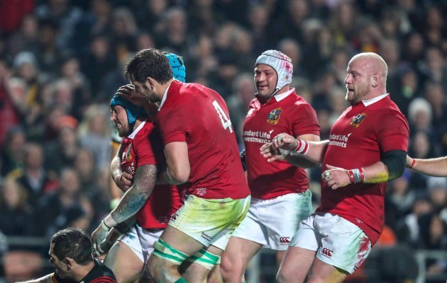 Jack Nowell celebrates scoring their third try with Justin Tipuric, Iain Henderson, Rory Best and Dan Cole