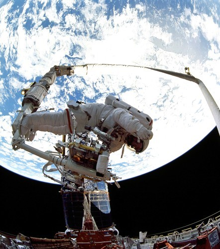 STS-61_Hubble_servicing