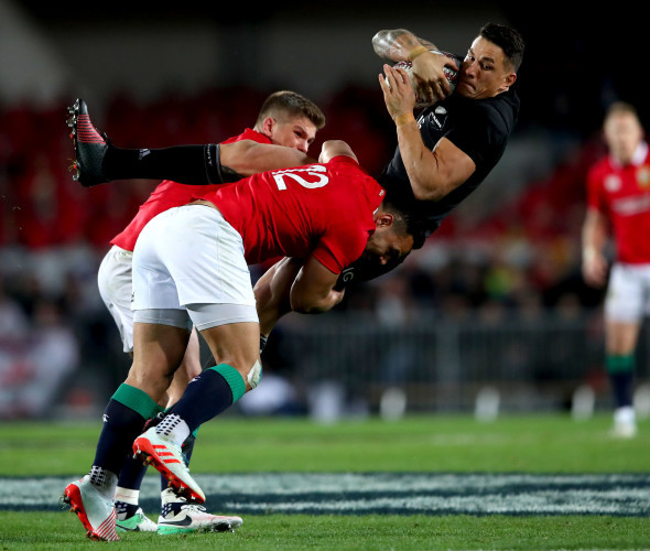 Owen Farrell and Ben Te'o tackle Sonny Bill Williams