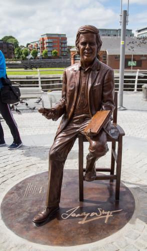Terry Wogan Statue 010