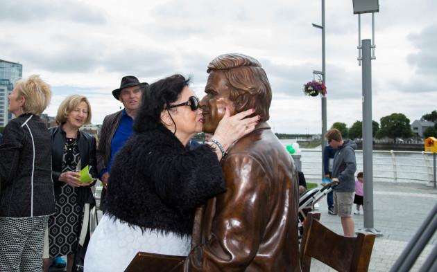 Terry Wogan Statue 012