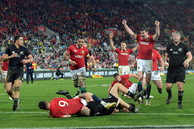 Conor Murray scores their second try