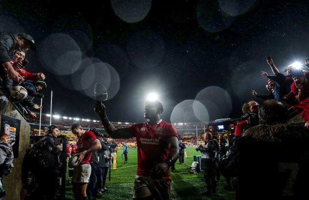 Maro Itoje celebrates winning with fans