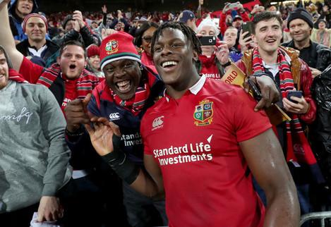 Maro Itoje celebrates winning with his family