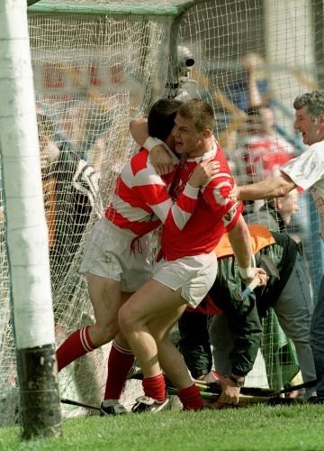 Diarmuid O'Sullivan and Donal Og Cusack celebrate 4/7/1999