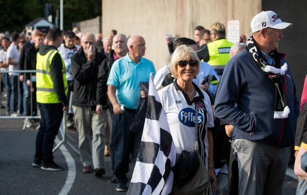 Dundalk fans make their way into Oriel Park
