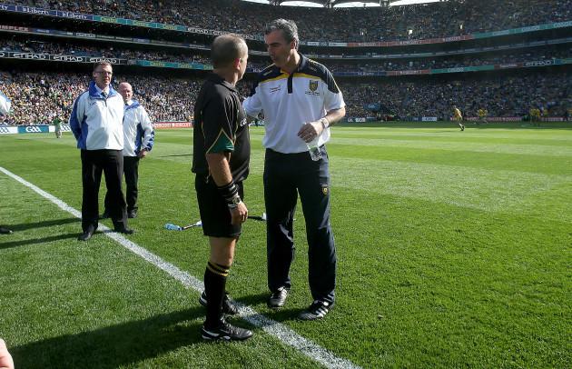 Jim McGuinness talks to referee Eddie Kinsella before the game
