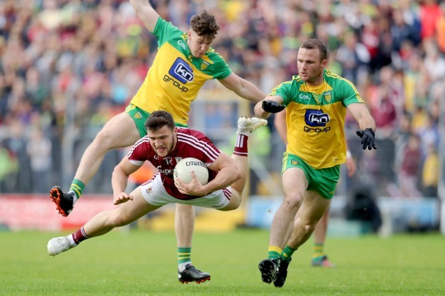 Damien Comer with Neil McGee and Kieran Gillespie