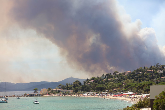 Ten Thousand Flee Raging Wildfires - Bormes-les-Mimosas