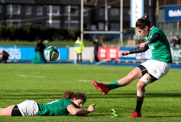 Nora Stapleton kicks a penalty