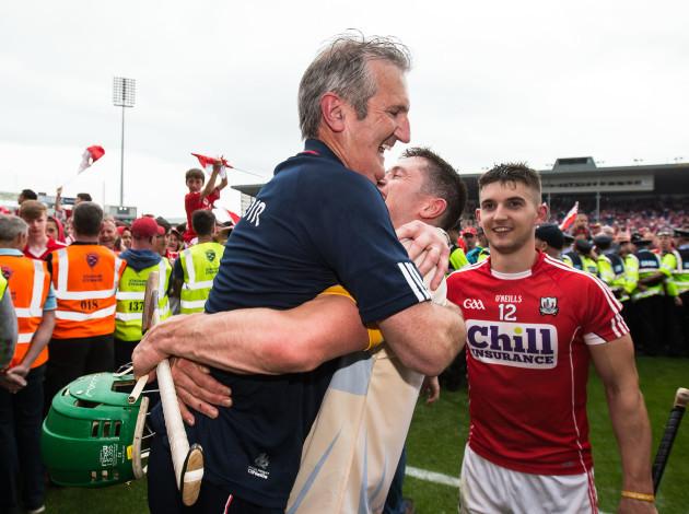 Kieran Kingston celebrates with Seamus Harnedy