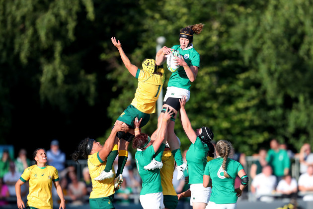 Marie Louise Reilly wins a line-out