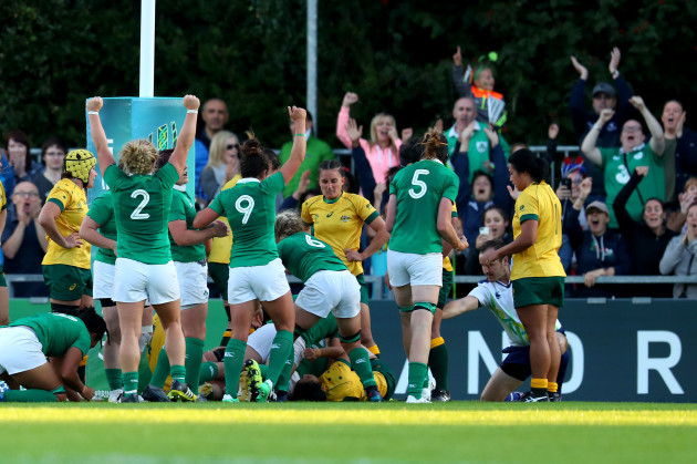 Ireland players celebrate Ciara Griffin's try