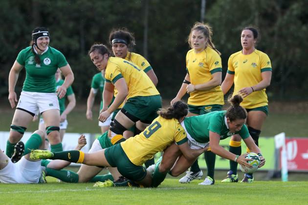 Larissa Muldoon scores their first try
